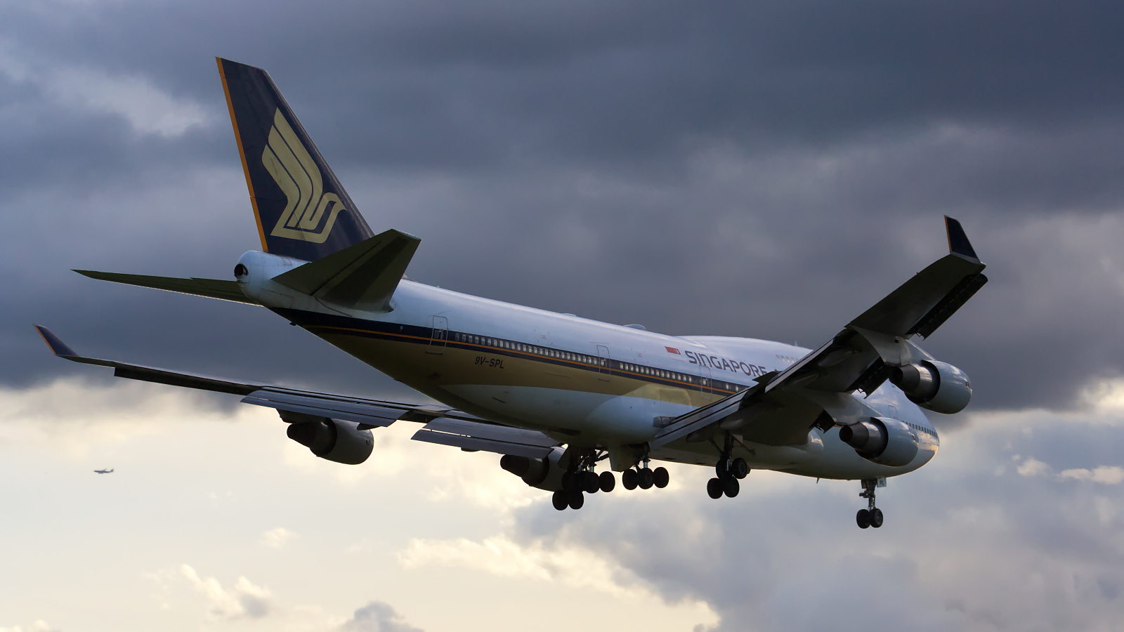 9V-SPL ✈ Singapore Airlines Boeing 747-412 @ London-Heathrow