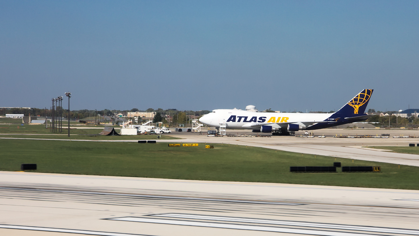 N* ✈ Atlas Air Boeing 747-470F @ Chicago-O'Hare
