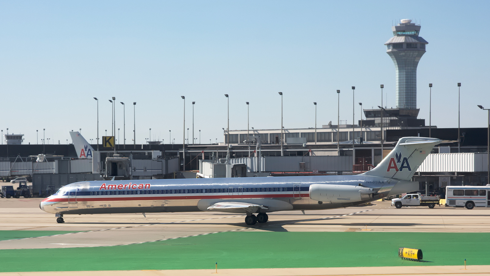 N485AA ✈ American Airlines McDonnell Douglas MD-82 @ Chicago-O'Hare
