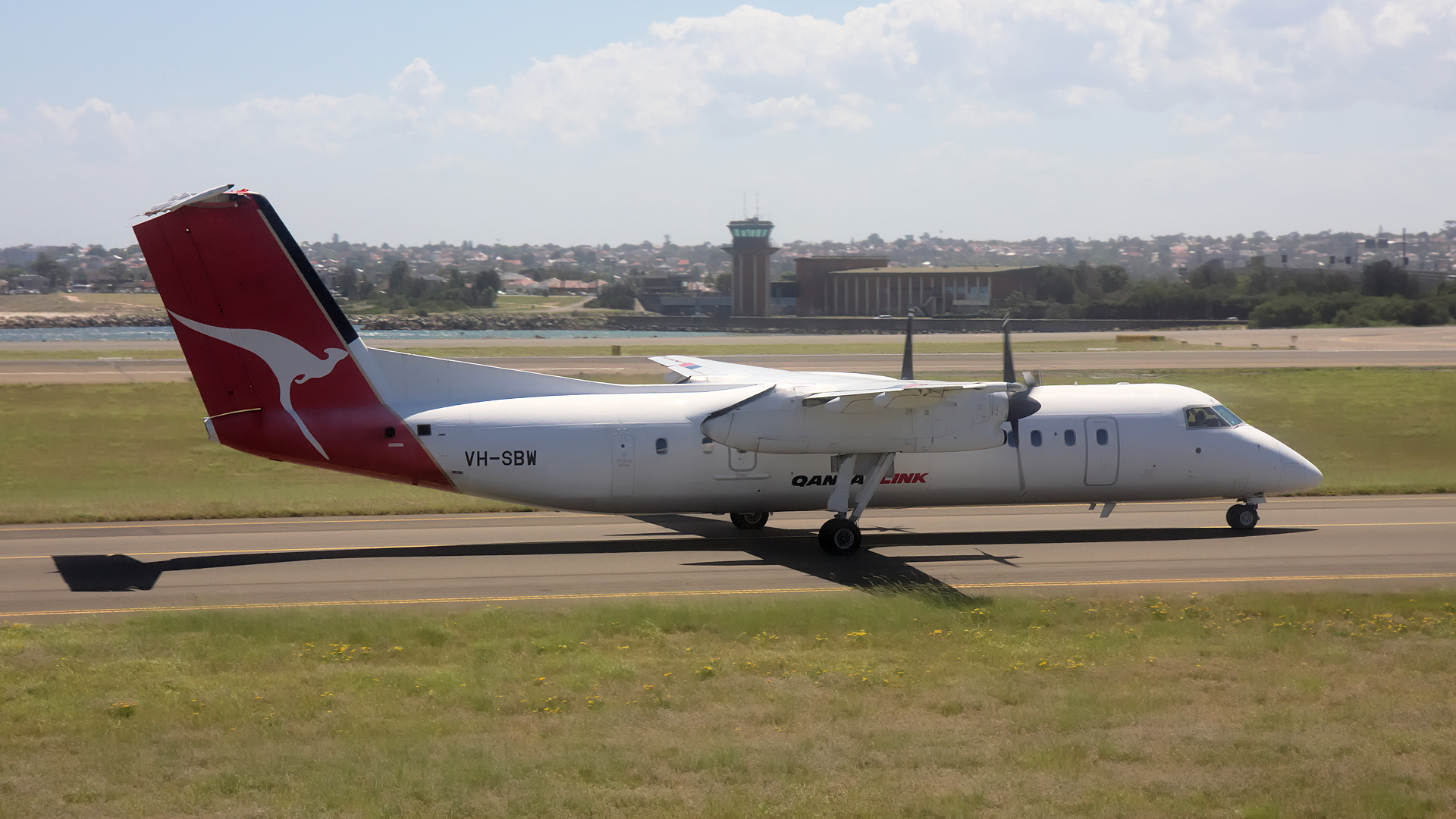 VH-SBW ✈ QantasLink De Havilland Canada DHC-8-315Q Dash 8 @ Sydney-Kingsford Smith