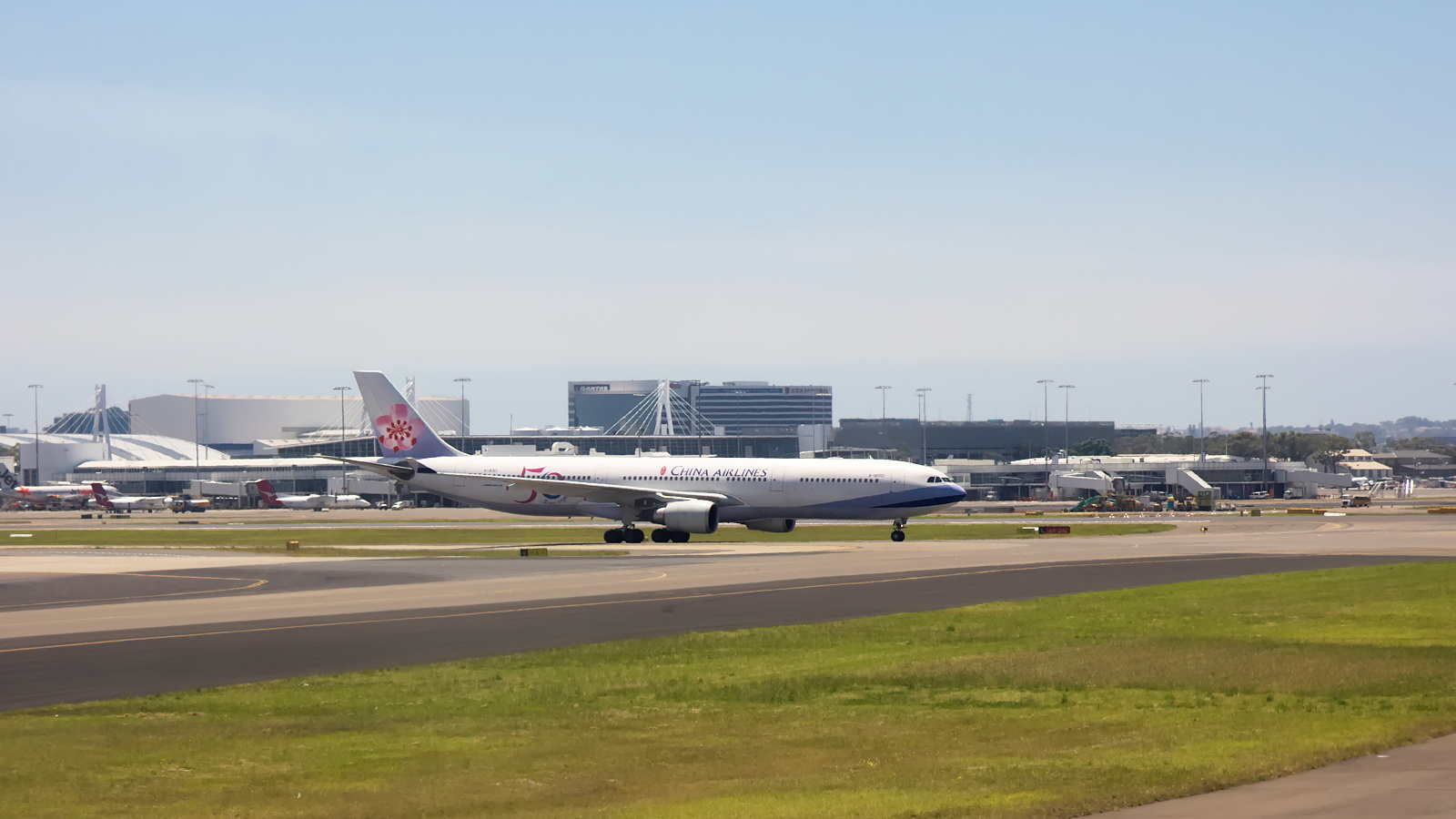 B-18312 ✈ China Airlines Airbus A330-302 @ Sydney-Kingsford Smith