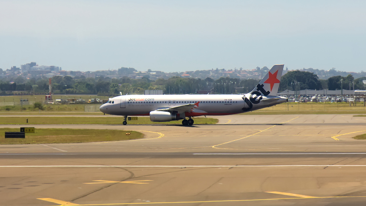 VH-VQW ✈ Jetstar Airways Airbus A320-232 @ Sydney-Kingsford Smith