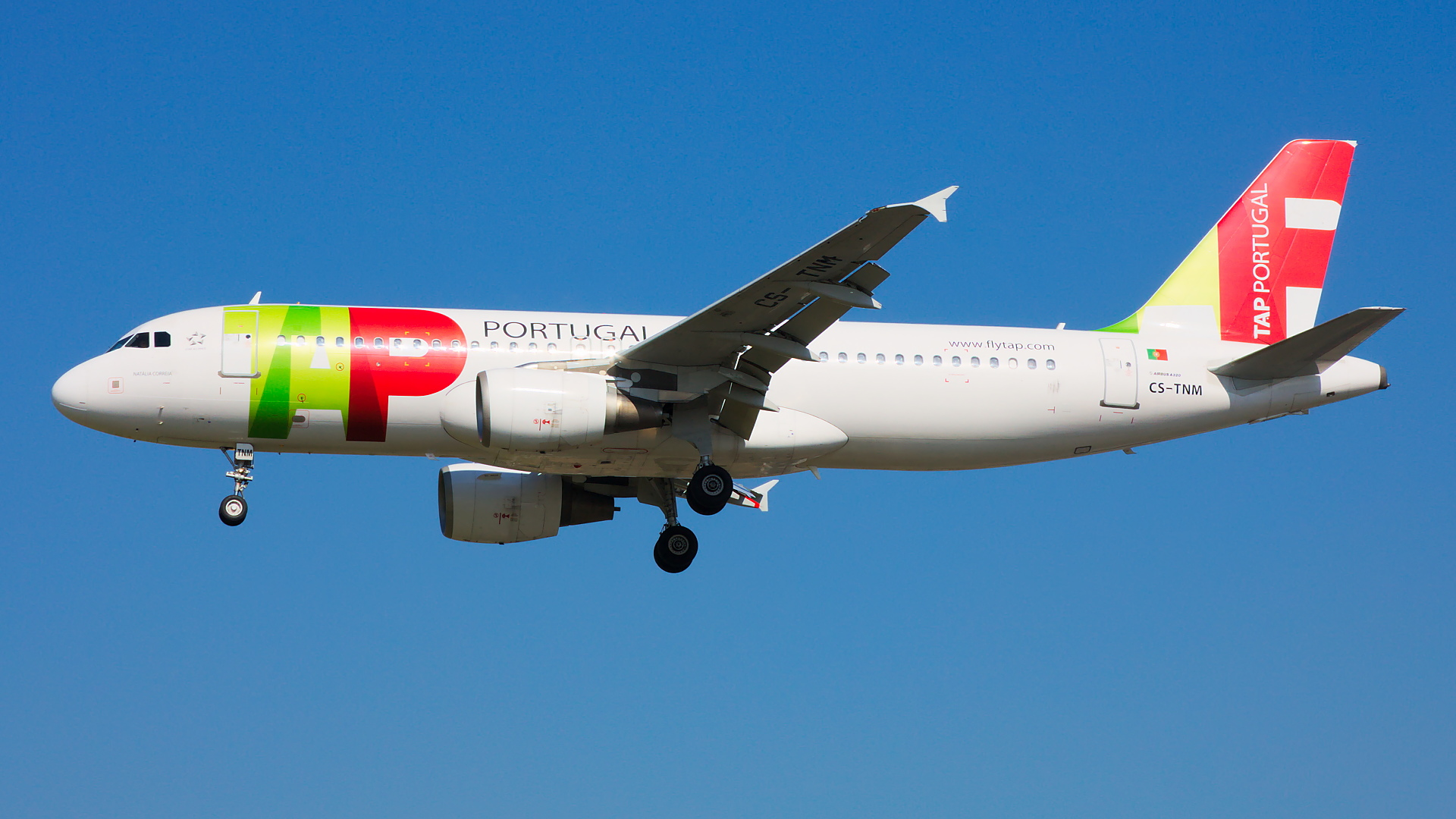 CS-TNM ✈ TAP Portugal Airbus A320-214 @ London-Heathrow