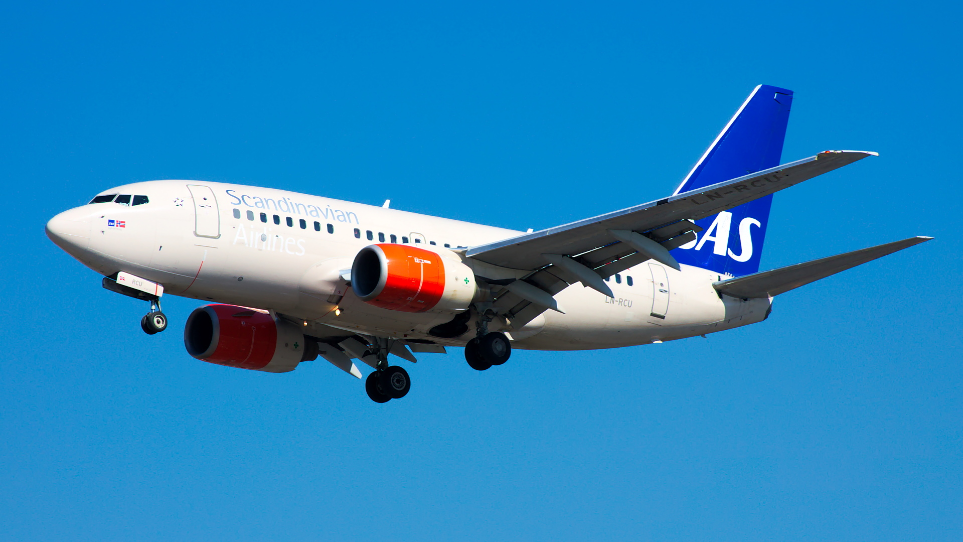 LN-RCU ✈ Scandinavian Airlines Boeing 737-683 @ London-Heathrow