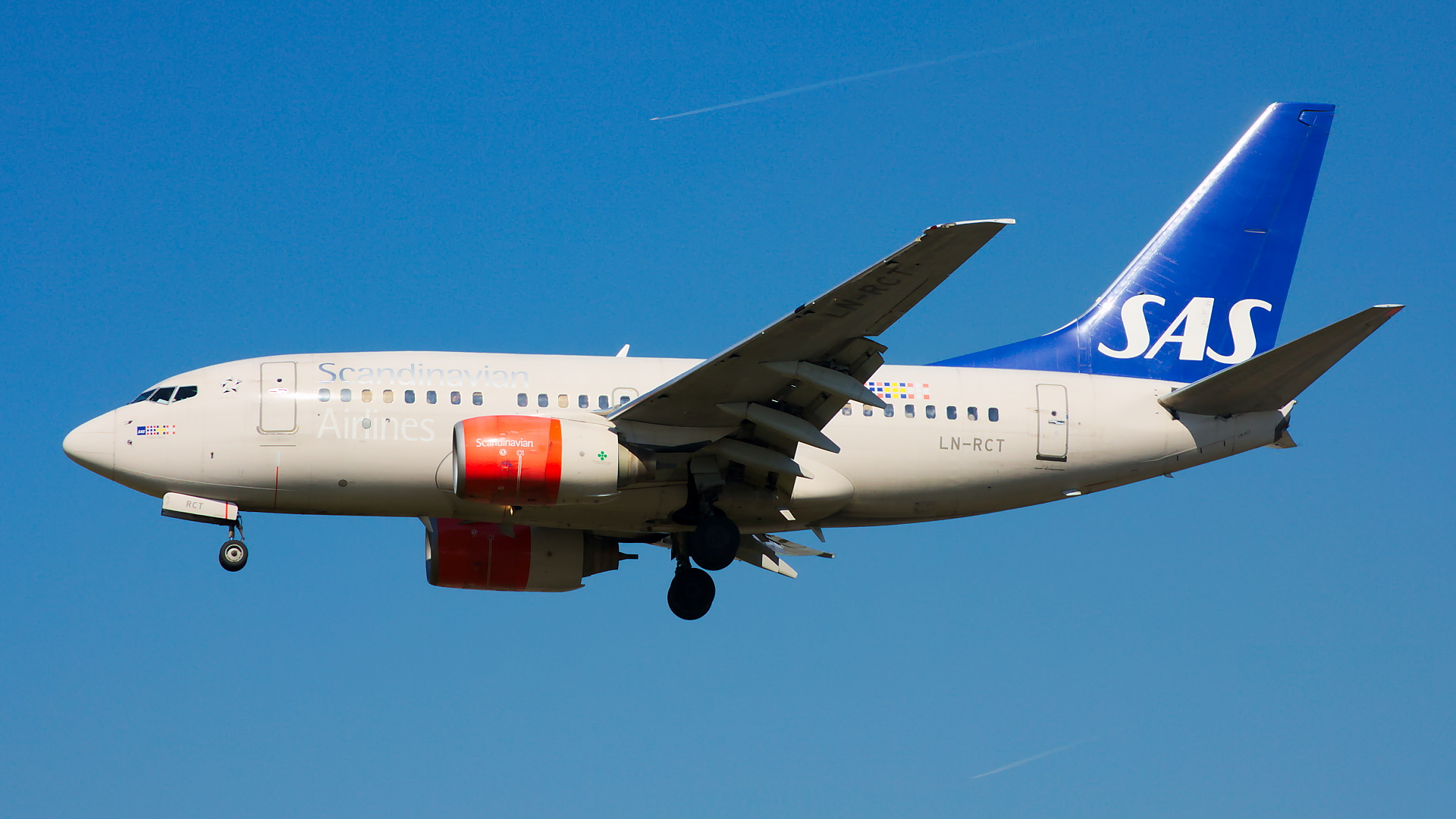 LN-RCT ✈ Scandinavian Airlines Boeing 737-683 @ London-Heathrow