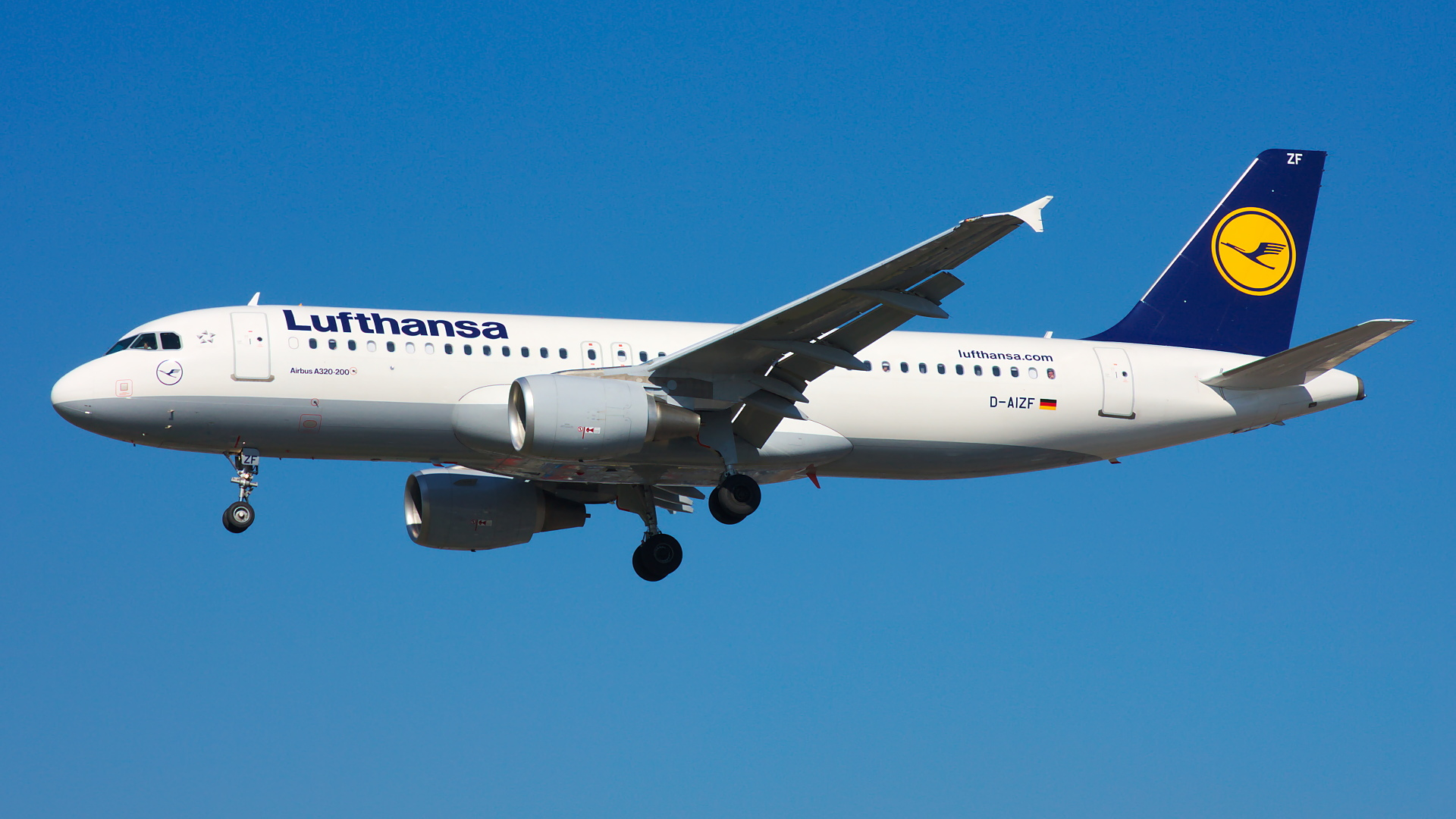 D-AIZF ✈ Lufthansa Airbus A320-214 @ London-Heathrow