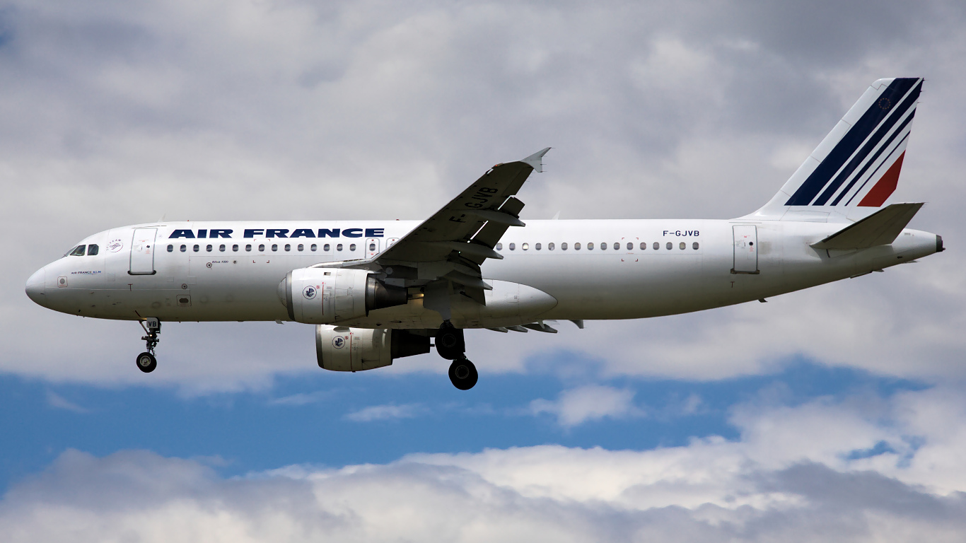F-GJVB ✈ Air France Airbus A320-211 @ London-Heathrow