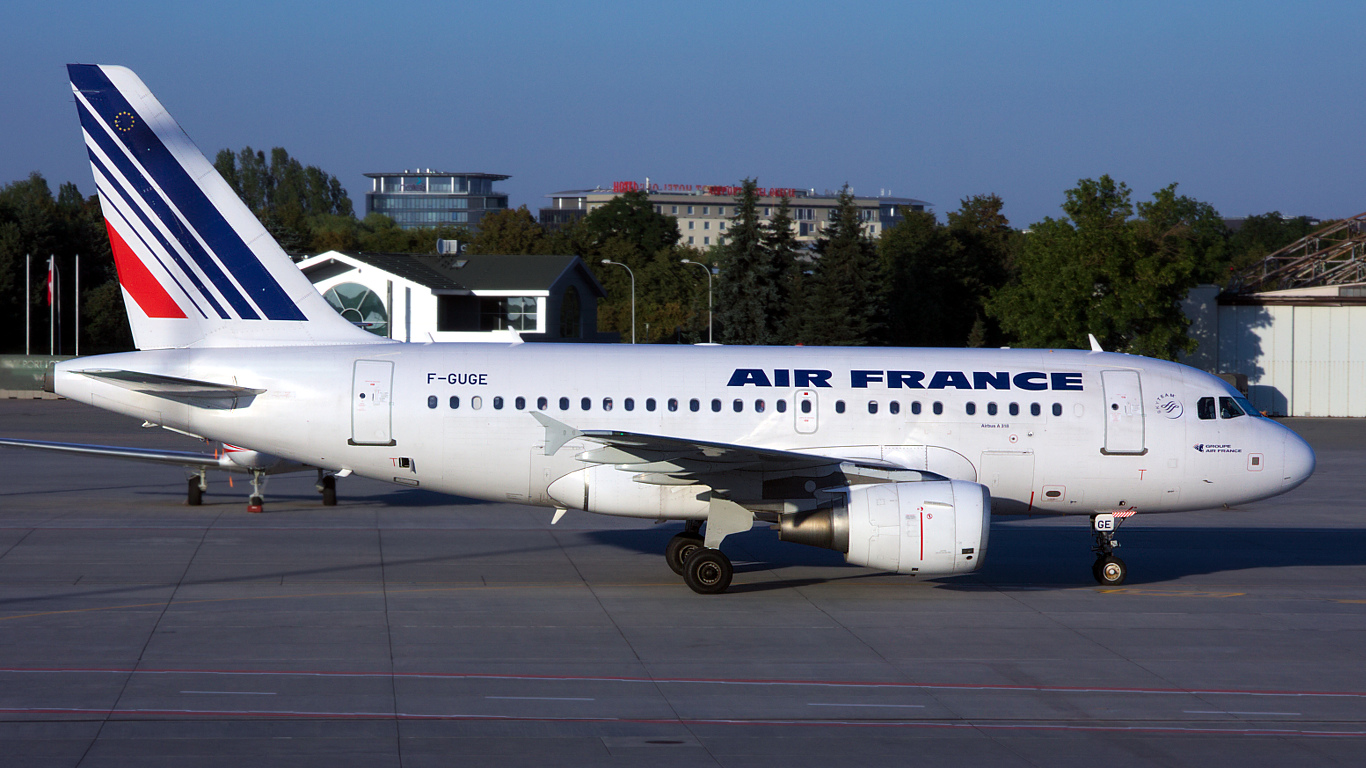 F-GUGE ✈ Air France Airbus A318-111 @ Warsaw-Chopin