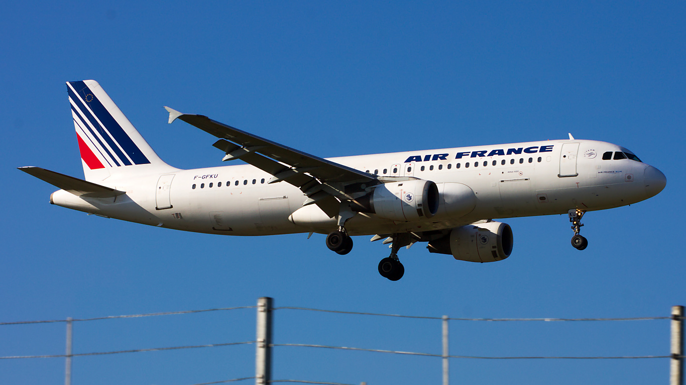 F-GFKU ✈ Air France Airbus A320-211 @ London-Heathrow
