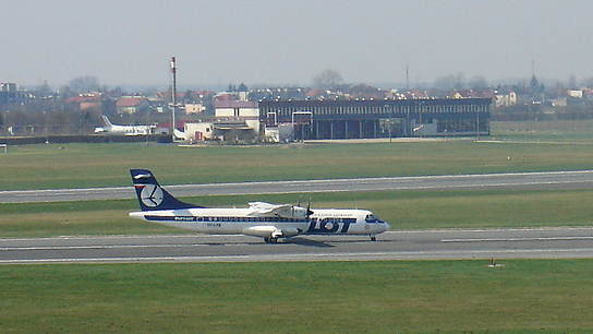 SP-LFB ✈ LOT Polish Airlines ATR 72-202