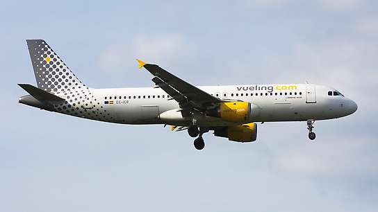 EC-ICR ✈ Vueling Airlines Airbus A320-211