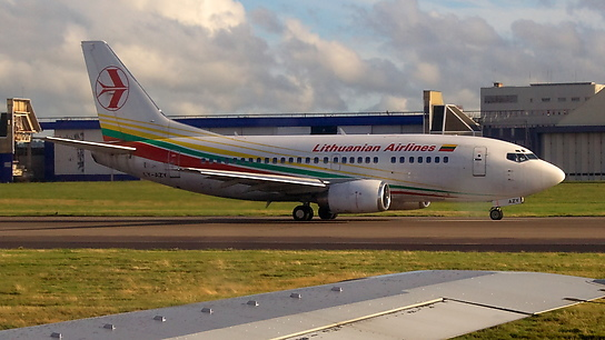 LY-AZY ✈ Lithuanian Airlines Boeing 737-548