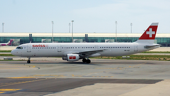HB-IOF ✈ Swiss International Air Lines Airbus A321-111